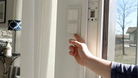 Man kan også legge inn enkle funksjoner i bryterpanel på veggene.