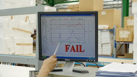 De har strenge krav til hvilke høyttalere som får forlate fabrikken. Her en 805 D3 som ikke besto forvrengningstesten.