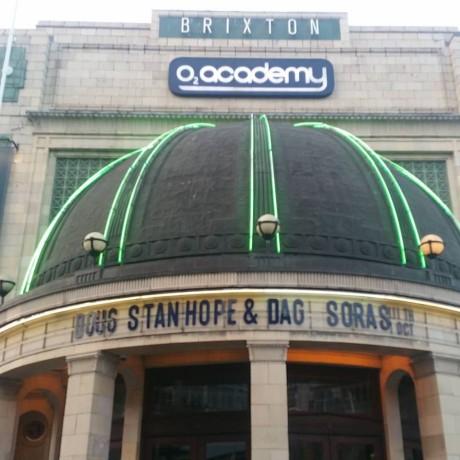 Også på Brixton Academy i London tok Doug Stanhope med seg Dag Sørås.
