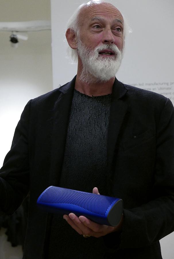 Ross Lovegrove er mannen bak designet av Muo, og den smellvakre Muon-høyttaleren.