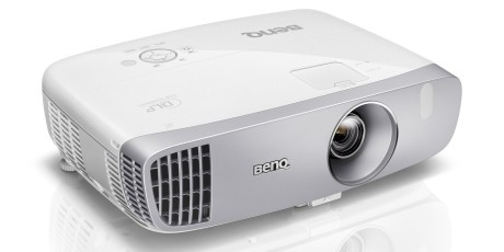 Til 8.990 kroner er W1110 den rimeligste BenQ-projektoren. Likevel har den vertikal linsejustering.