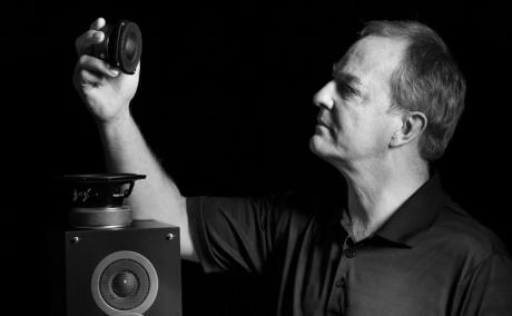 Andrew Jones står bak en rekke kritikerroste høyttalere. Debut-serien fra Elac er hans nyeste kreasjon.