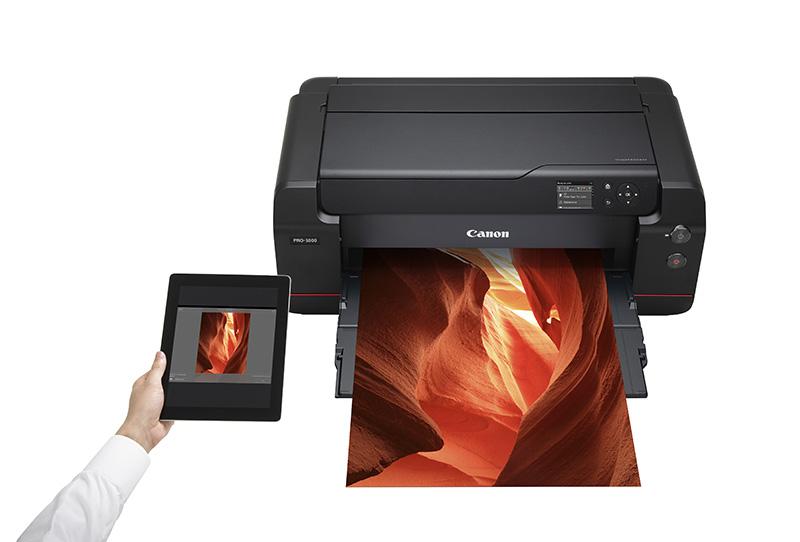 imagePROGRAF PRO-1000 Mobile Printing LIFESTYLE