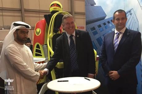 Her signeres avtalen i Dubai om 20 jetpacks. (Foto: Martin Aircraft Company)