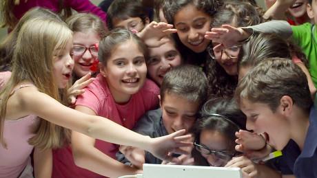 Amerikanske elever bruker Skype Translator for å snakke med jevnaldrende barn fra Mexico City. Foto: Microsoft