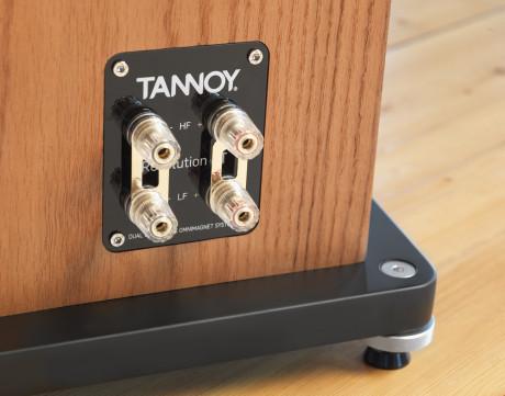 Doble terminaler gir mulighet for bi-amping eller bi-wiring.