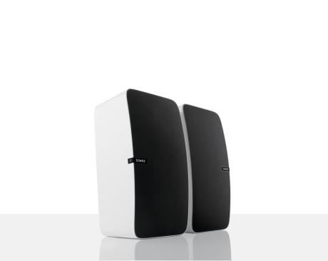 Man kan koble to høyttalere sammen til et stereosett, og da kommer kvalitetene virkelig til sin rett.