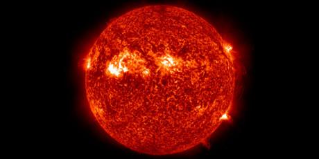 Solsystemets største fusjonsreaktor er rett og slett solen. (Foto: NASA)