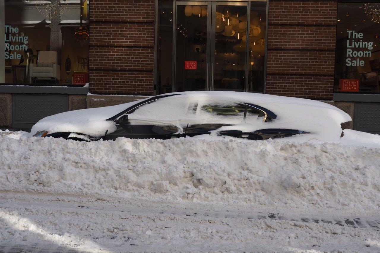 Utenfor råder det fortsatt unntakstilstand i gatene. (Foto: Tor Aavatsmark)