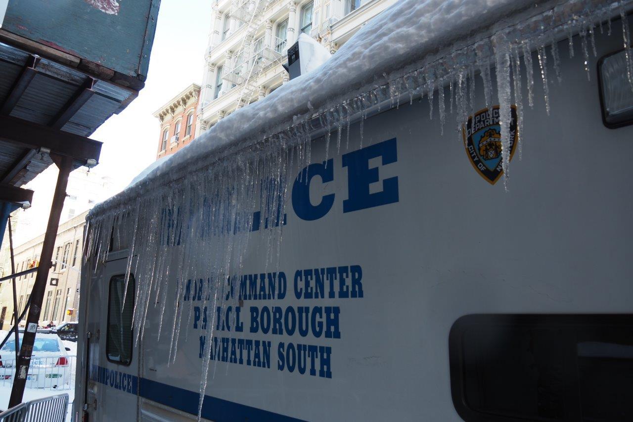 Selv NYPD sliter med kuldeproblemer! (Foto: Tor Aavatsmark)