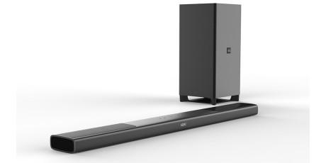 Bare 5 cm høy ligger ikke lydplanken i veien for TV-ens fjernkontrollsensor. Foto: Philips