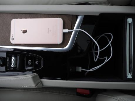 CarPlay fungerer bare med iPhone fra 5-eren og oppover. Foto: Lasse Svendsen