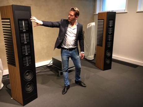 Alexander Greiner fra Piega introduserer om den nye high-end-høyttaleren Master Line Source 2, et monster til 659.000 kroner! Foto: Duet