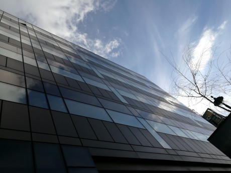 Reflekser i fasade.