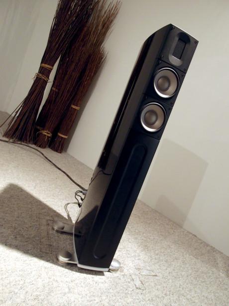 XT-2 er kanskje undertegnedes favoritt blant alle høyttalerne. Makan til gedigen lyd fra kompakte gulvhøyttalere! Foto: Geir Gråbein Nordby
