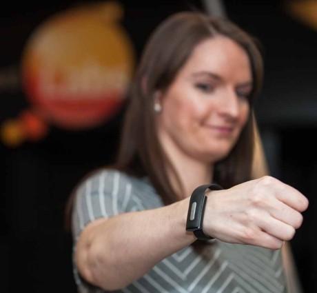 Med et fitnessarmbånd kan man bruke hjerterytmen til å identifisere seg 100 % sikkert på nettet. Foto: MasterCard.