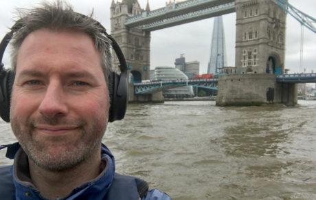 Vi fikk prøve QuietComfort i RIB-båt på Themsen, hvor de blokkerte støy imponerende godt i 50 knop. Foto: Geir Gråbein Nordby