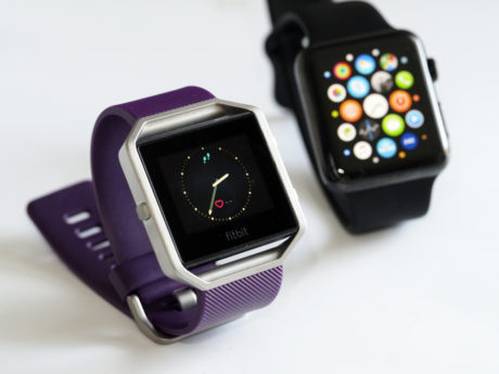 Fitbit Blaze og Apple Watch. Foto: Lasse Svendsen