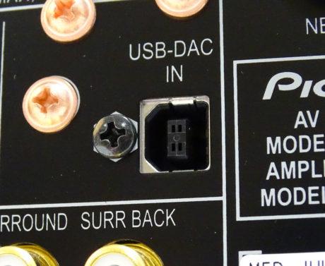 En asynkron USB-inngang på baksiden tar over som lydkort for din PC eller Mac. Den støtter oppløsninger helt opp til 24-bit / 192 kHz, og dessuten DSD. Foto: Geir Gråbein Nordby