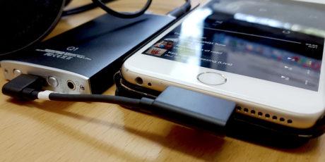 L19 kobles mellom iPhone og en digitalkonverter. Gjerne en bærbar som FiiO Q1, som dessuten også har innebygd hodetelefonforsterker. Foto: Geir Gråbein Nordby