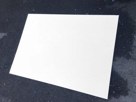 Vi fant en ca. 80 tommers hvit skiltplate, et fint utgangspunkt for et lerret. Foto: Geir Gråbein Nordby
