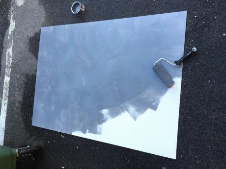 Godt i gang med malingen. Foto: Geir Gråbein Nordby