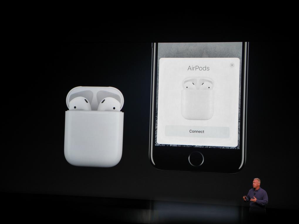 AirPods er Apples nye trådløse in-ear-hovedtelefoner, som kan brukes enkeltvis eller sammen. Foto: Jonas Ekelund, Lyd & Bilde.