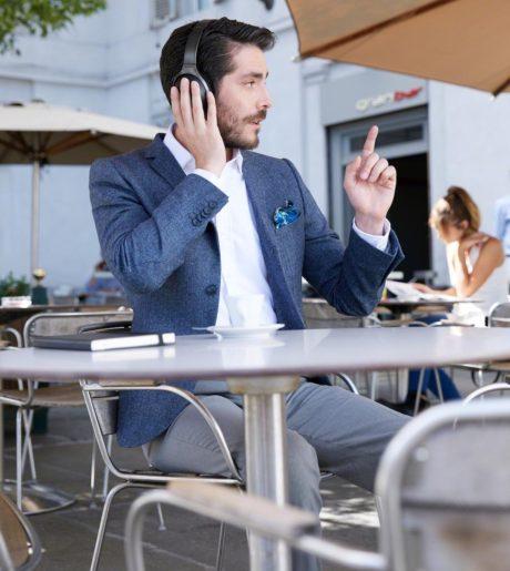 En viktig telefon mens du bestiller regningen? Tja, hvorfor ikke? Foto: Sony
