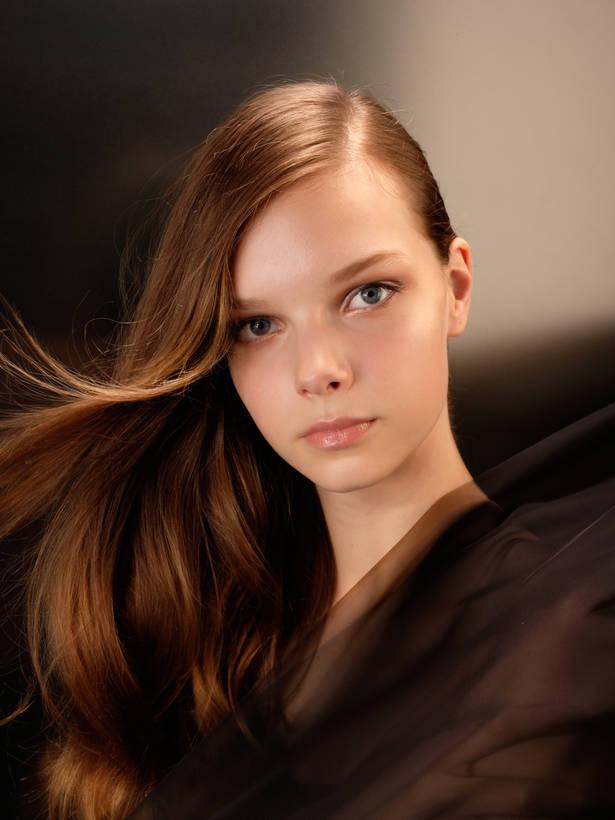 (Foto: Photographer: Seiichi Nakamura | Hair Make: Hirohumi Kera | Model: Zita)