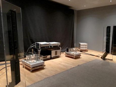 Audio Solution hevdet selv messens beste lyd, med høyttalerne Audio Insight Q10, designet av Geir Fredriksen. Herlighetene ble drevet av heftige rørforsterkere fra Wavac, og det låt rett og slett vakkert. Foto: Geir Gråbein Nordby