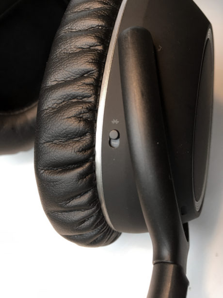 Plasseringen av Bluetooth-knappen er knotete og irriterende. Foto: Geir Gråbein Nordby