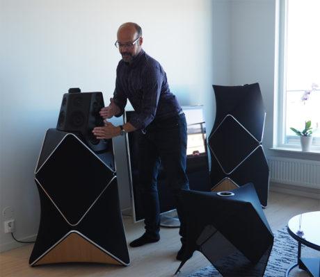 I følge Bang & Olufsens Tonmeister, Geoff Martin blir det feil å tenke på Beolab 90 som en treveis høyttaler med diskant, mellomtone og bass. – Det blir mer som en 18-veis høyttaler, da hvert element mottar sitt eget dedikerte lydsignal, forteller han.