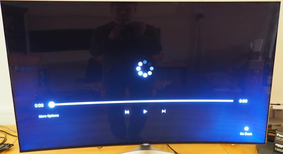 """Samsung-skjermen har god lyskontroll, men i enkelte tilfeller vil baklyset skinne igjennom og skape """"halo-effekt"""" rundt lyse objekter på mørk bakgrunn."""