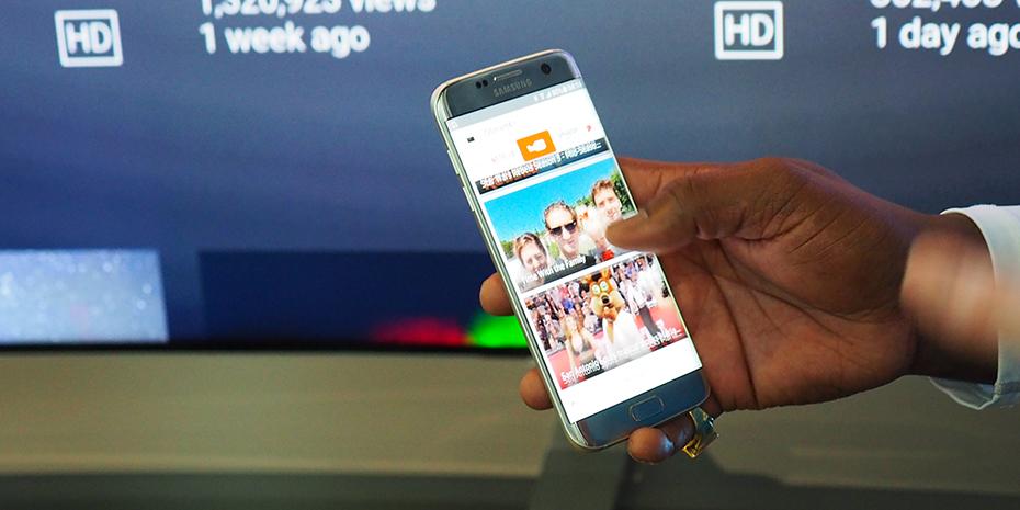 Manøvrer deg gjennom tjenestene direkte på mobilen og let frem innhold, uten å avbryte programmet som går på TV-en akkurat nå. Foto: Geir Gråbein Nordby