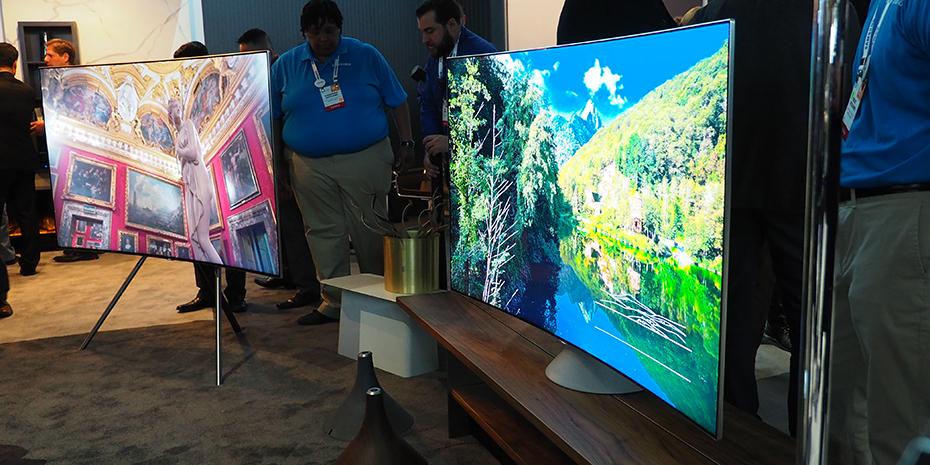 Innsynsvinkelen er kraftig forbedret, nå med flotte farger også fra siden. Samsung tilbyr forøvrig fremdeles bøyde TV-er i Q8- og Q7-serien. Foto: Geir Gråbein Nordby