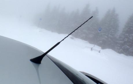 Ved å bruke den eksisterende FM-antennen på taket, får du bedre DAB-dekning.